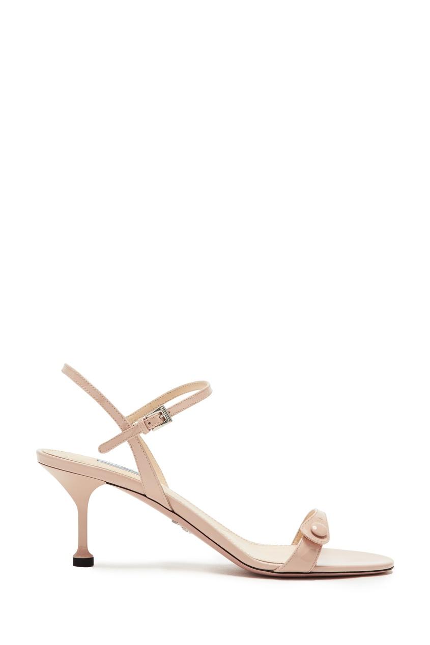 Пудровые лаковые босоножки с пуговицей от Prada