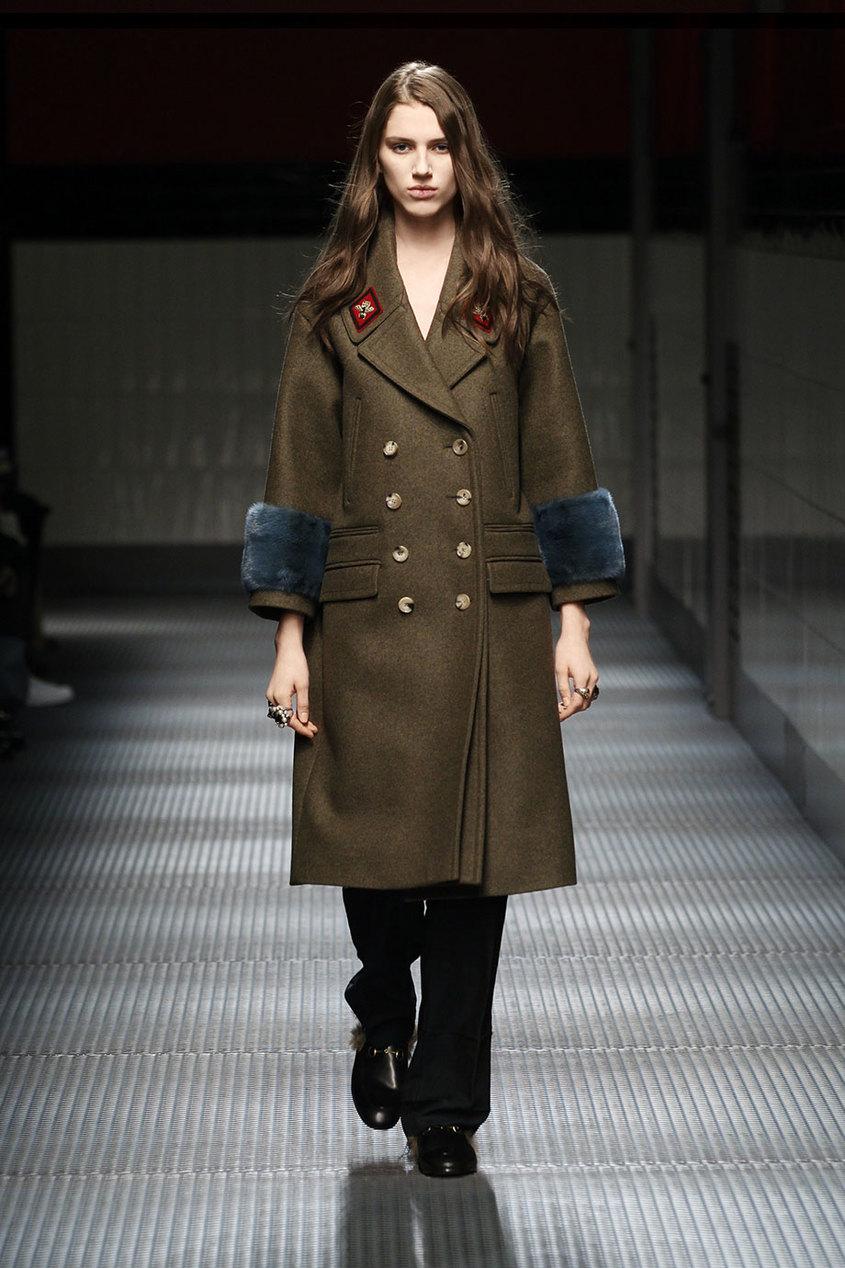 Шерстяное пальто с отделкой из меха норки