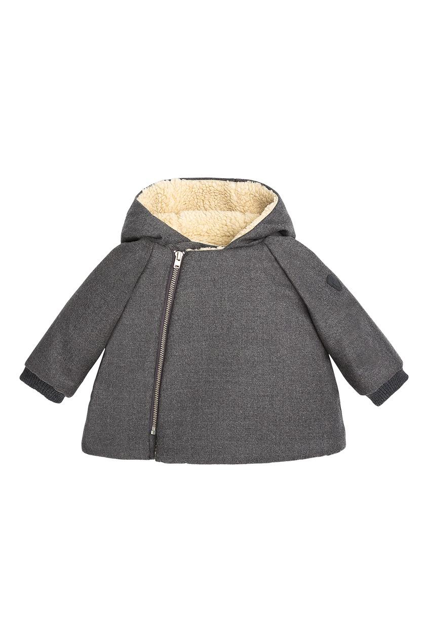 Серое пальто с меховой отделкой