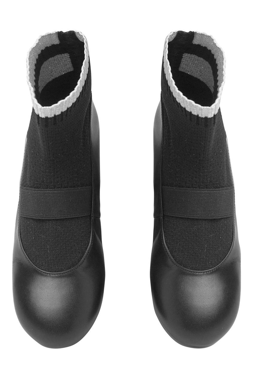 Черные туфли с носками