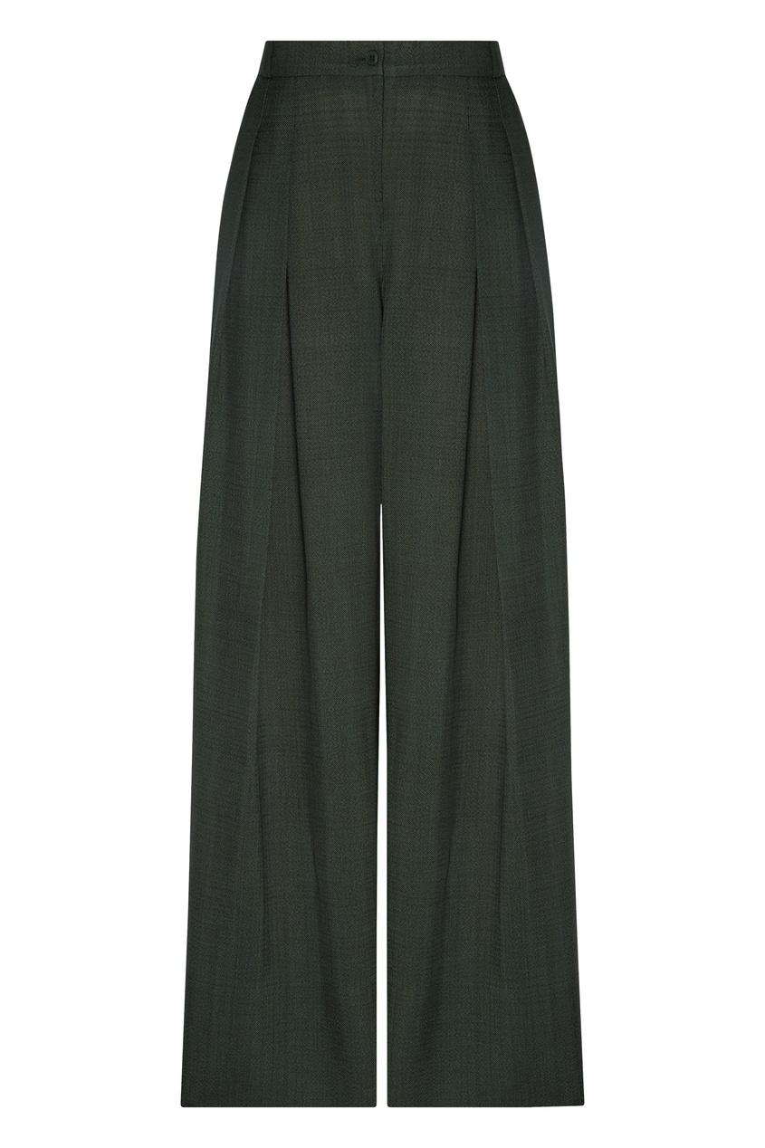 Фото - Широкие брюки цвета хаки зеленого цвета