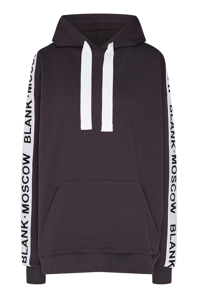 Фото - Черное худи с логотипом на рукавах от BLANK.MOSCOW темно-серого цвета
