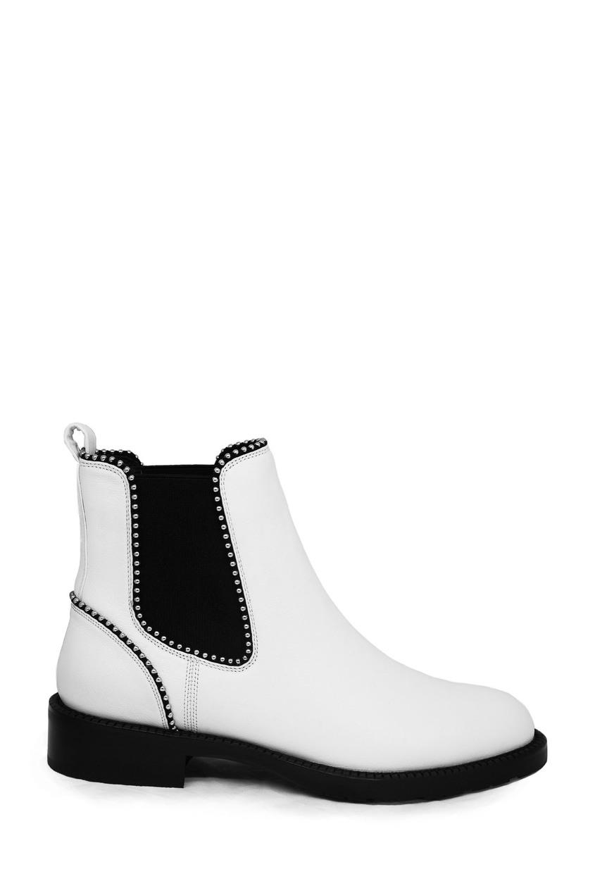 Белые ботинки с мелкими заклепками Portal