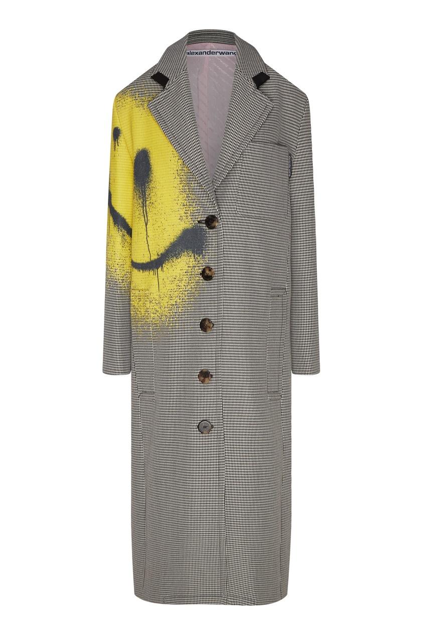 Серое пальто с граффити