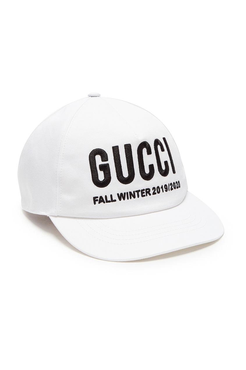 Белая бейсболка с надписью от Gucci