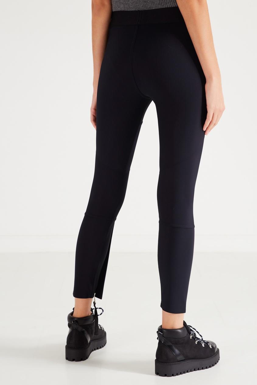 Фото 4 - Спортивные брюки с эластичным поясом от Moncler черного цвета