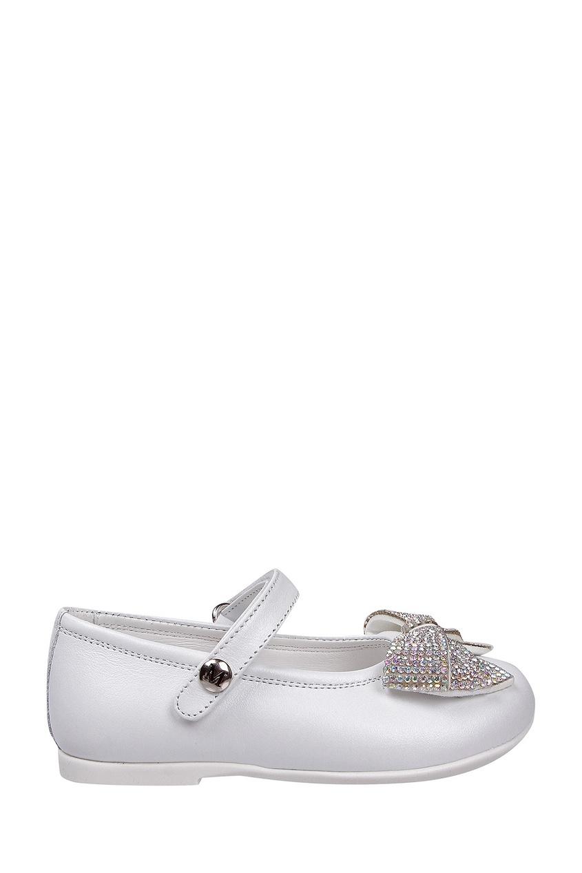 Белые кожаные туфли с декором