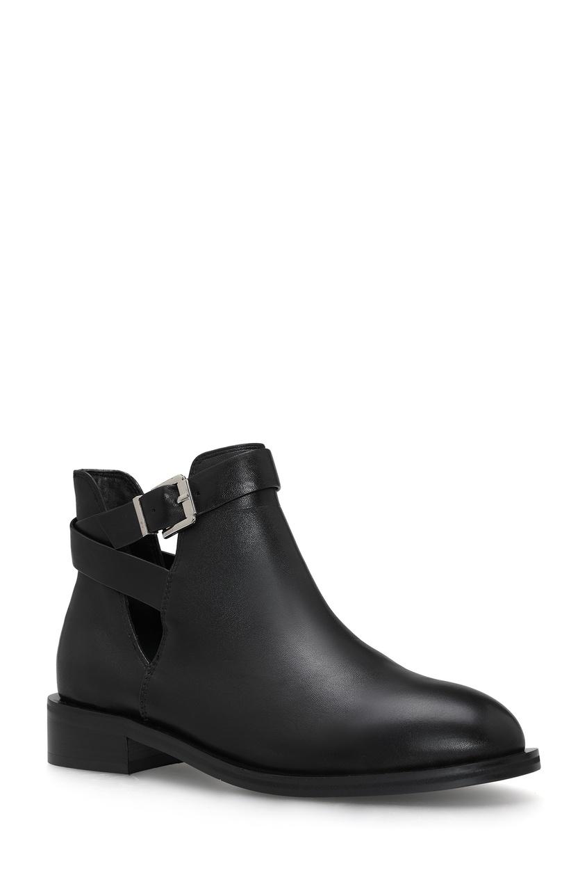 Фото 2 - Черные ботинки с ремешками на голенище от Portal черного цвета