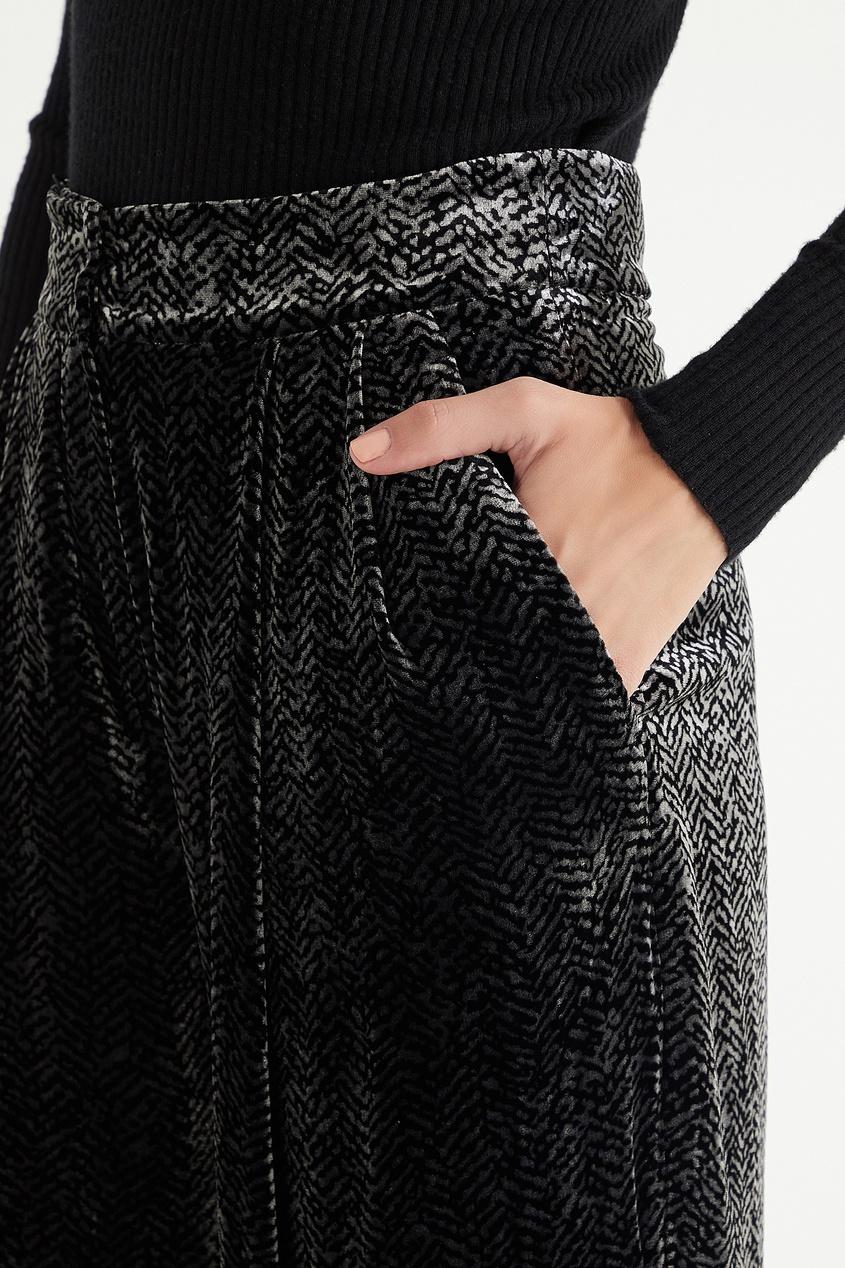 Фото 5 - Бархатные брюки с узором от Emporio Armani цвет multicolor
