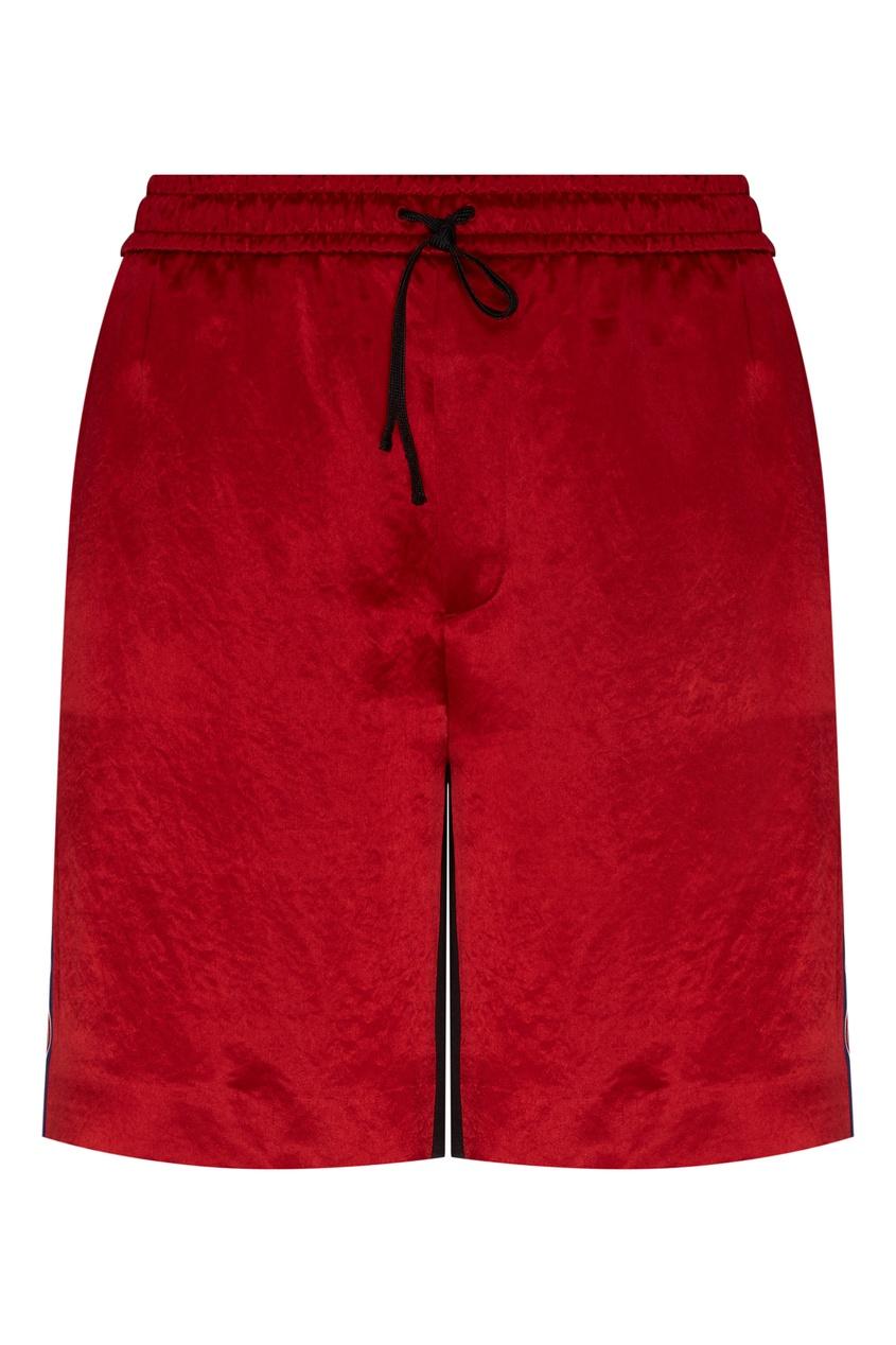 Фото - Красные шорты с лампасами от Gucci Man красного цвета