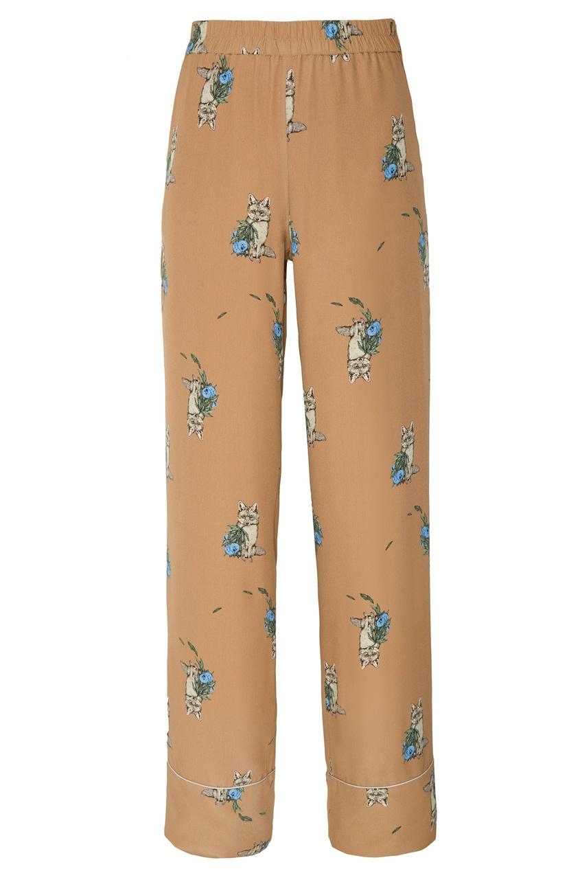 Фото - Бежевые брюки с принтом от Alena Akhmadullina коричневого цвета