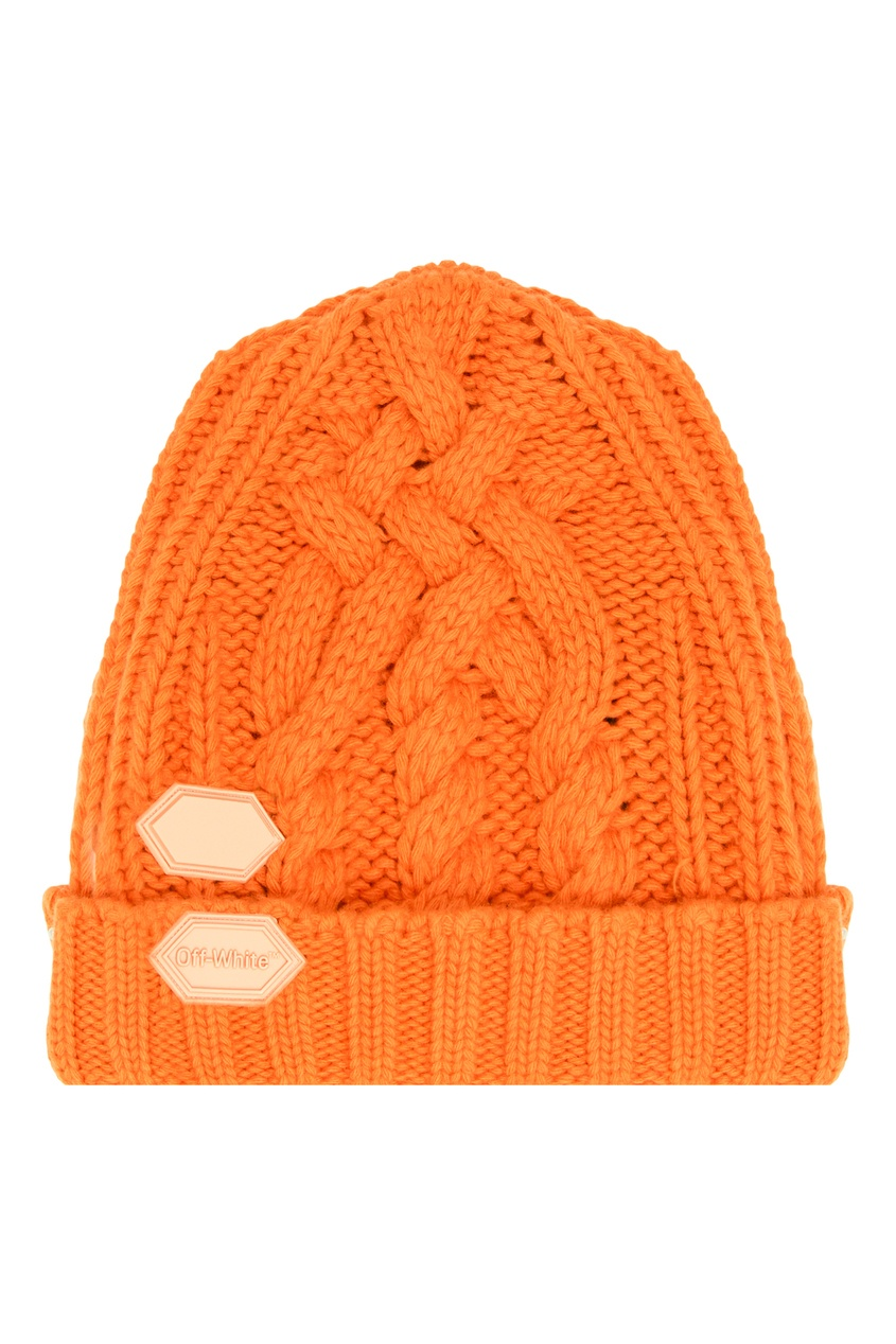 Вязаная шапка оранжевого цвета